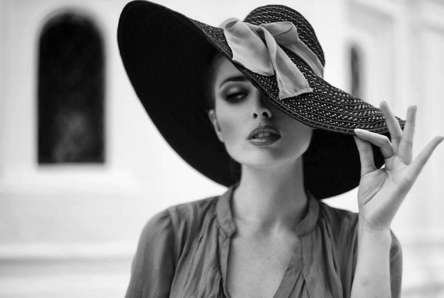 woman in hat (640x430)