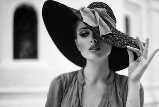 woman in hat (640x430)